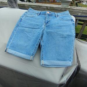 Old navy. Knee length shorts